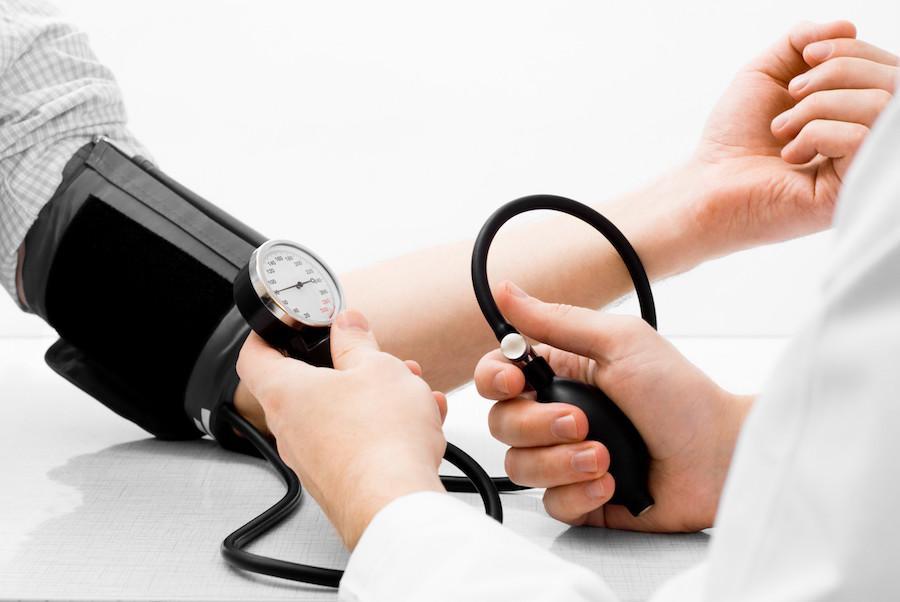 Постоянный контроль артериального давления очень важен при обострении алкогольного панкреатита