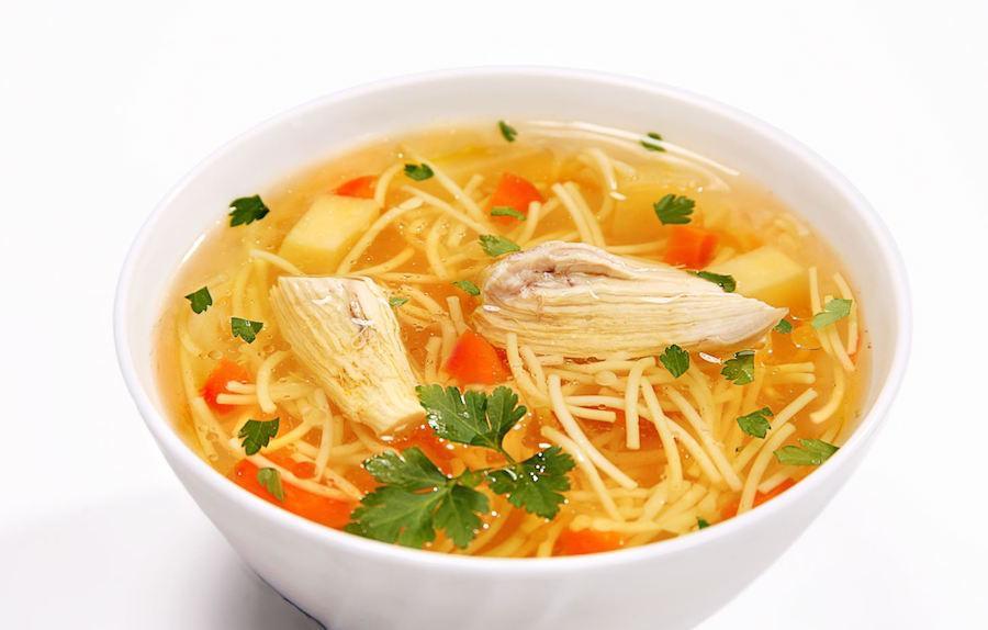 Куриный суп - полезная еда при панкреатите