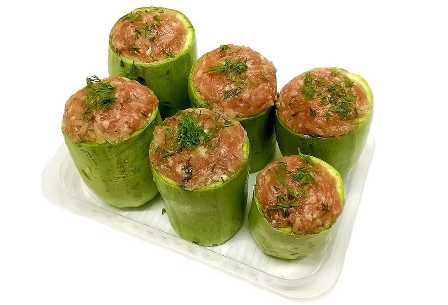 Фаршированные кабачки могут стать отличным вариантов второго блюда