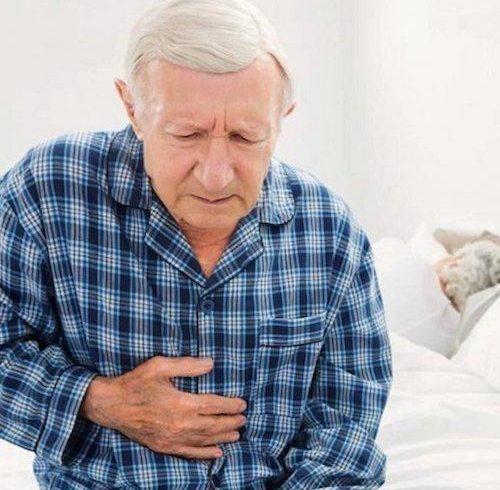 Пожилой человек с фиброзом поджелудочной